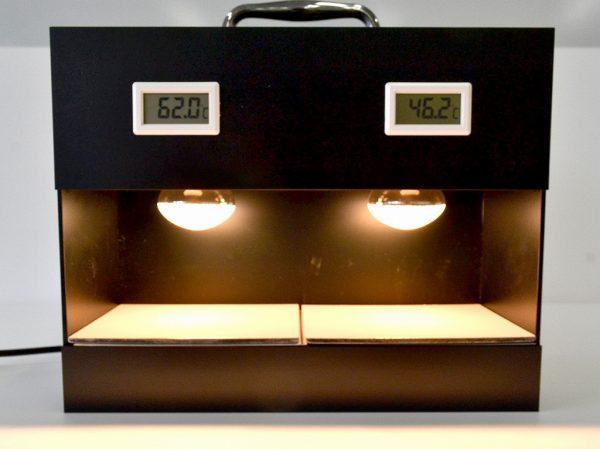 近赤外線を効果的に反射・放熱し熱の侵入を防ぐ。