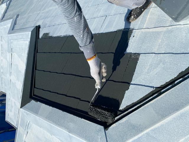 屋根塗装 新生スレート瓦 3回塗り 中塗り サーモアイSi