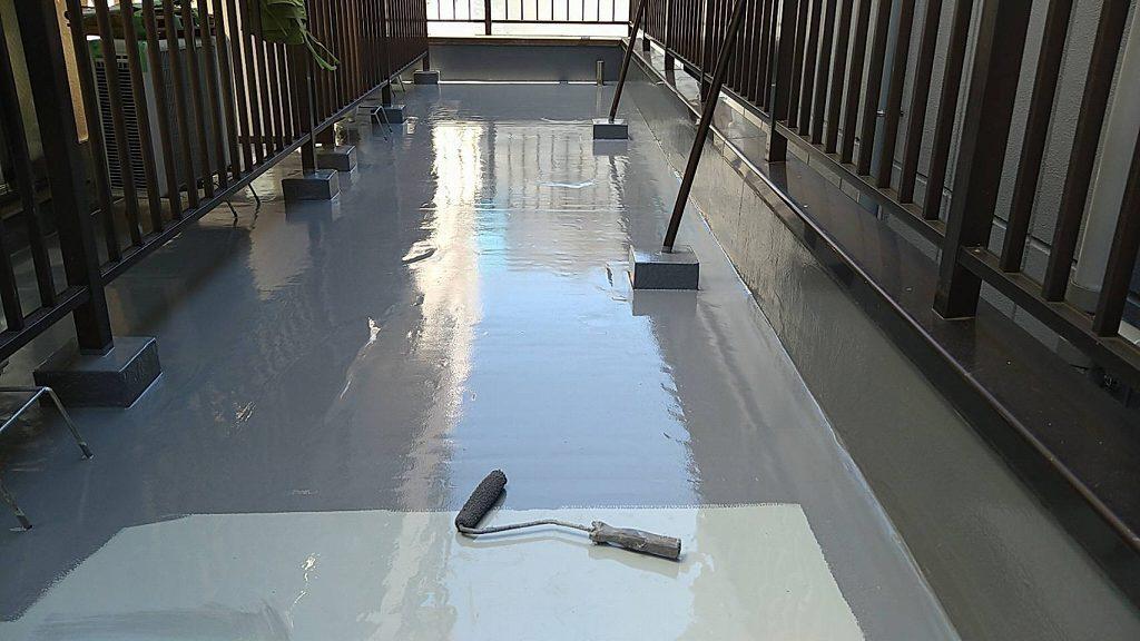 屋上 防水 上塗り 4回塗り トップコート