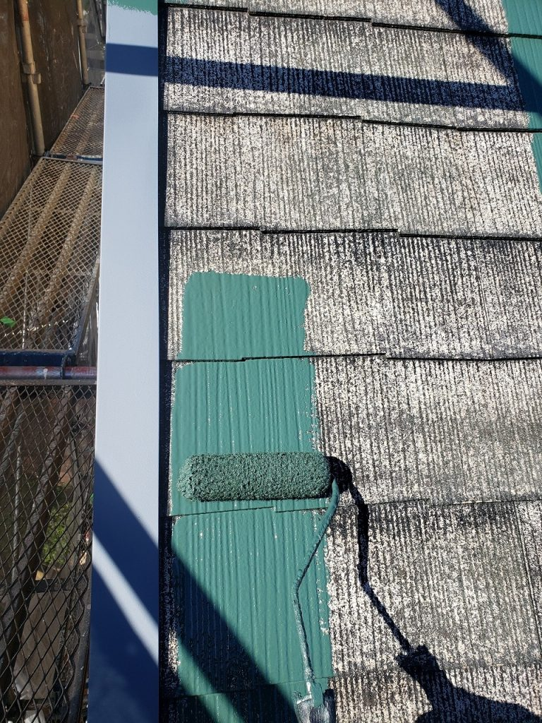 屋根塗装 新生スレート瓦 3回塗り 中塗り プラチナルーフバインダー