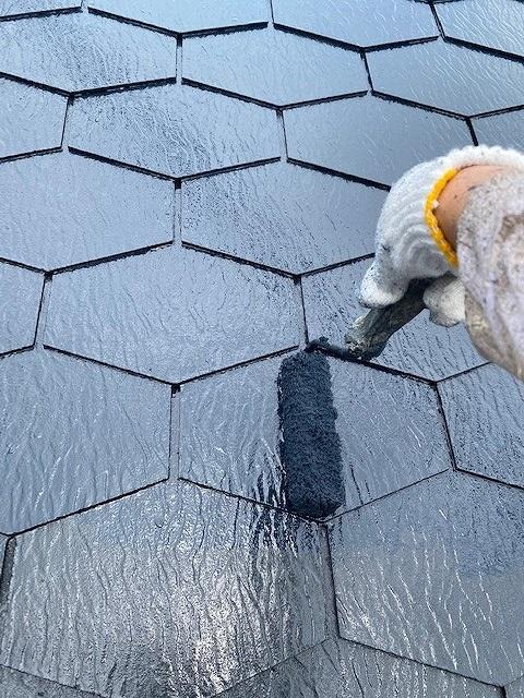 屋根塗装 新生スレート瓦 3回塗り 上塗り プラチナ無機ルーフ