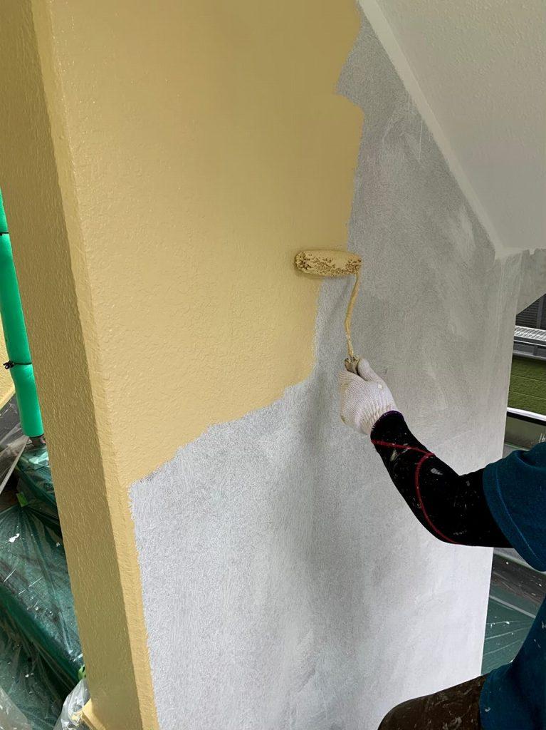 外壁塗装 3回塗り 中塗り アレスダイナミックトップ