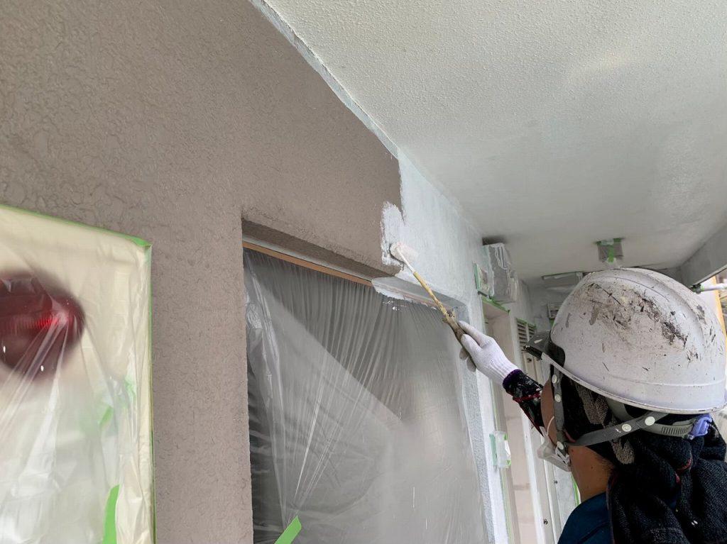 外壁塗装 3回塗り 下塗り アレスダイナミックフィラー