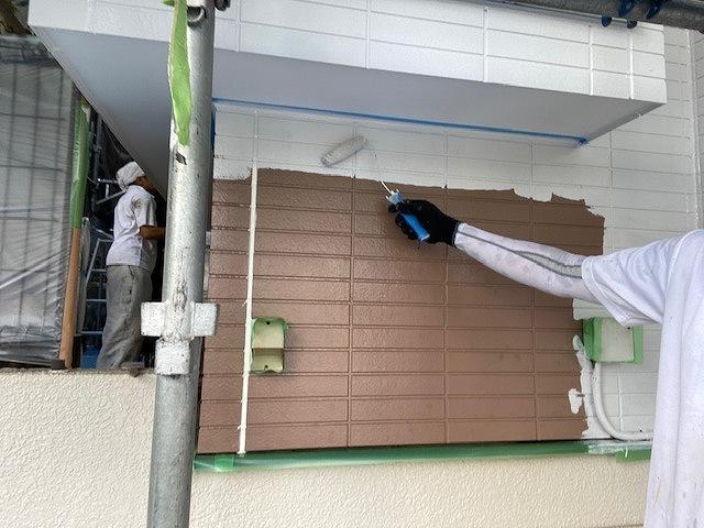 外壁塗装 窯業サイディング 3回塗り 中塗り ファインパーフェクトトップ