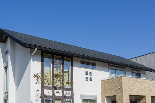 住宅の屋根に塗装は必要?雨漏りなどの被害に合わないように屋根の特性を知るサムネイル